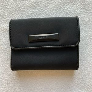 Espirit Black Quad-Fold Wallet 9 Card Holder